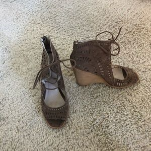 Light brown wedges